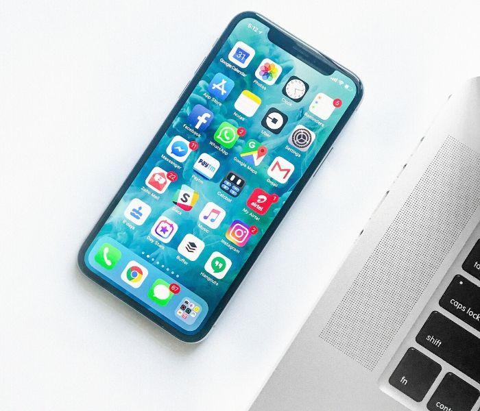 Téléphone sur un bureau